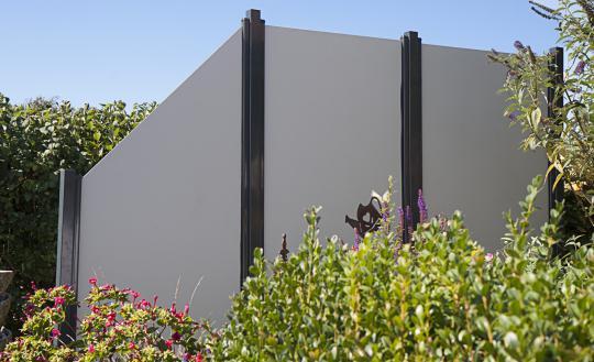 GrojaPremo HPL-Sichtschutzelement Schräg 90x180/90  Uni Grau